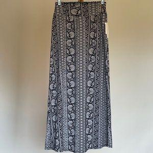 NWT Black & White Solid Knit Maxi Skirt Sz M